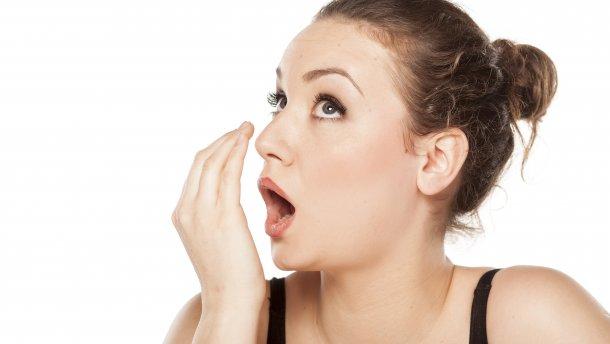 como acabar com mau hálito estomacal