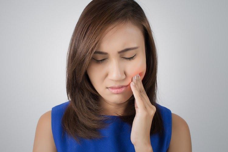 dente inflamado com pus