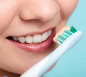 Como desinchar a boca por causa do dente