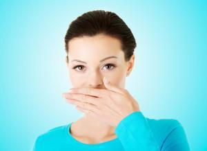 como curar mau hálito estomacal