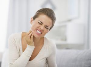 Dor de dente muito forte, o que fazer?