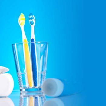 limpeza de dente com bicarbonato